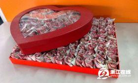 999 rose fatte di banconote (1)