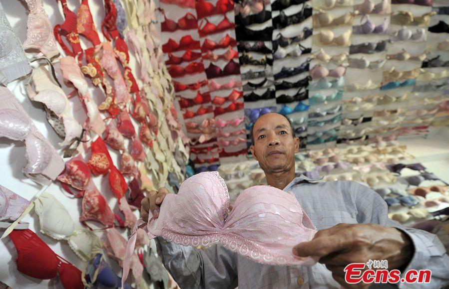 Uomo cinese colleziona 5000 reggiseni, vuole aprire un museo