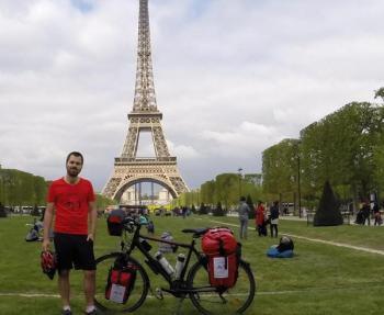Gira l'Europa in bici mangiando cibo avanzato (1)