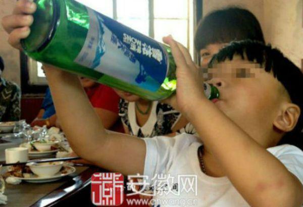 Il bambino più alcolizzato del mondo ha 2 anni (1)