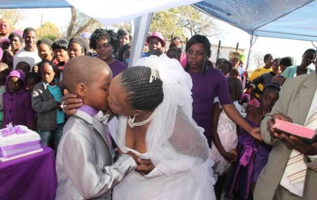Matrimonio tra 62enne e bimbo di 9 anni