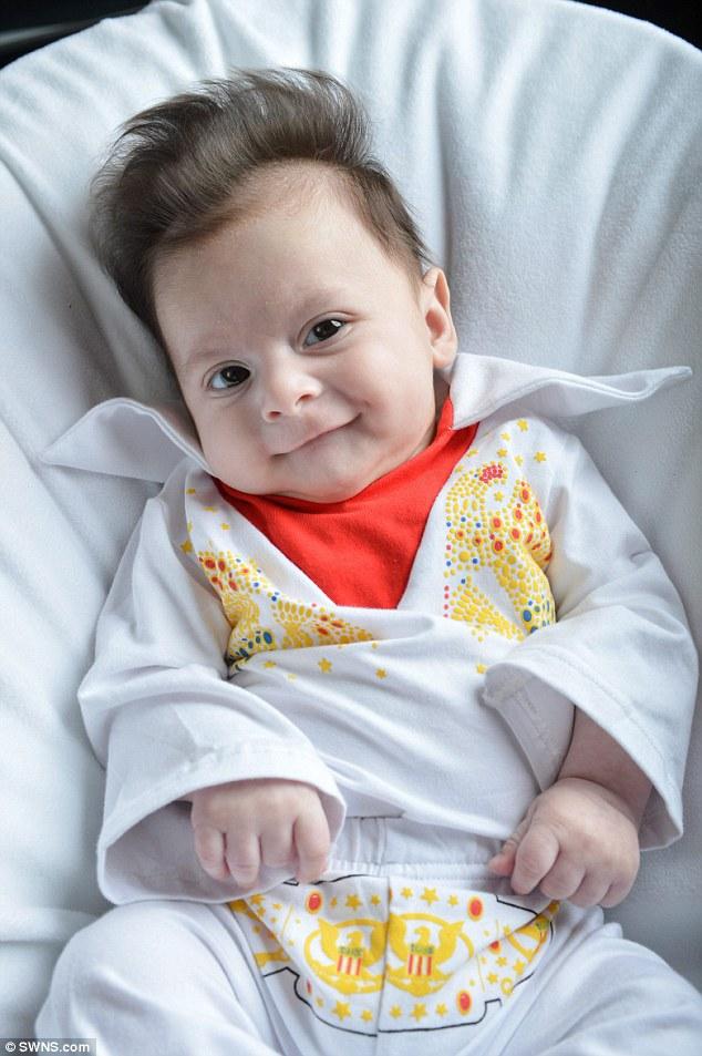 George, il bambino nato con il ciuffo di Elvis (3)