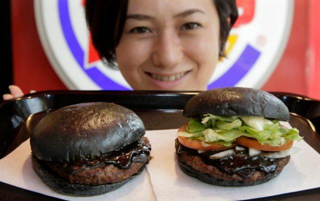 Kuro Burger, l'hamburger completamente nero di Burger King (2)