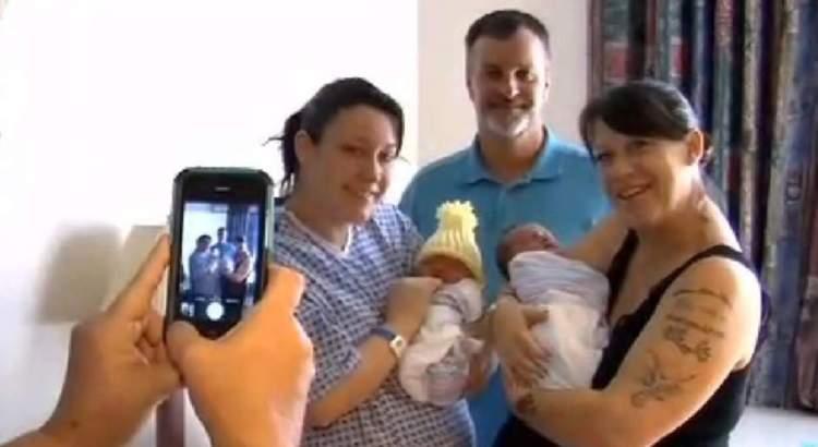 Madre e figlia partoriscono lo stesso giorno