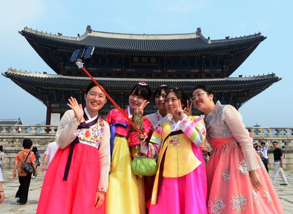 """Multe salate e carcere in Corea del Sud per chi vende selfie stick """"tarocchi"""" (2)"""