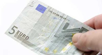 Condannato a due anni di carcere per aver rubato 5€ alla banca