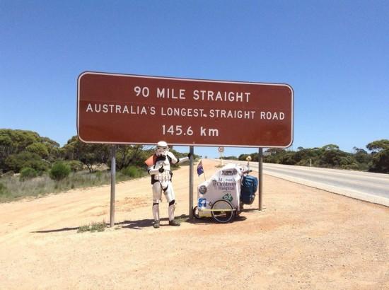 Attraversa l'Australia a piedi vestito da Stormtrooper