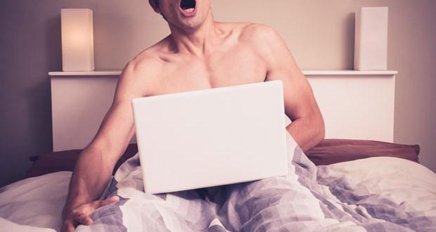 Gli uomini che guardano porno sono partner migliori, lo dice uno studio
