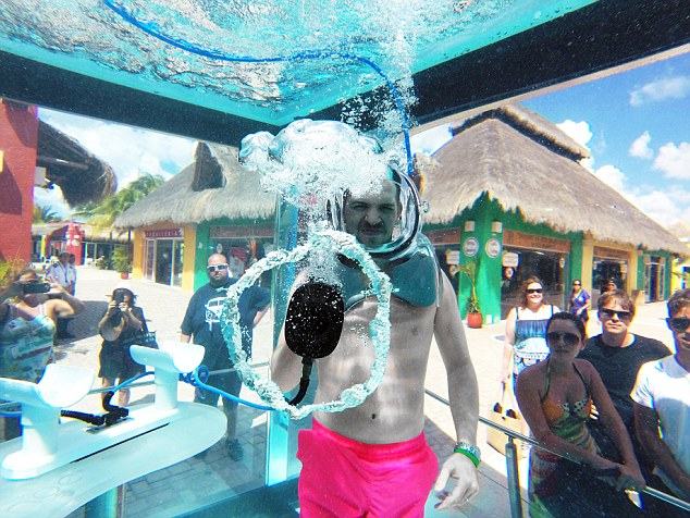 Aperto in Messico il primo bar subacqueo (2)