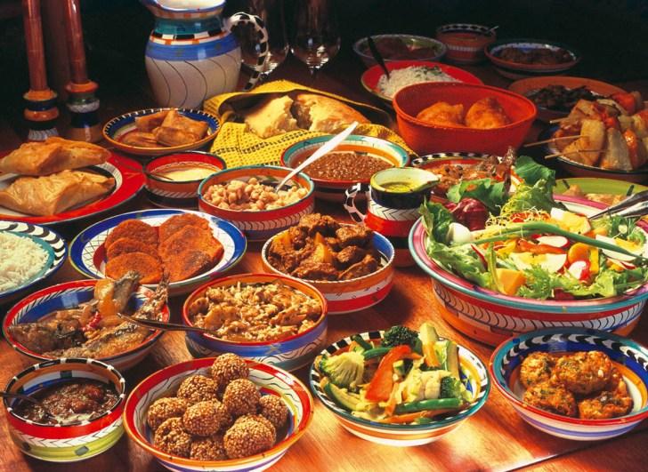 Si nasconde al ristorante: dopo la chiusura mangia di tutto