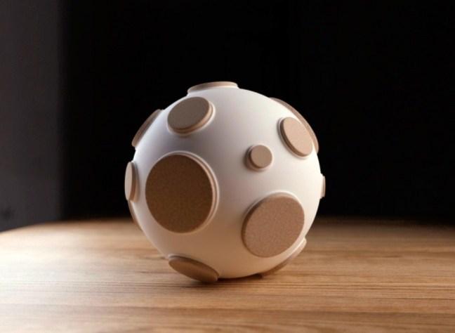 20-invenzioni-del-2015-lampada-con-buchi-lunari-2