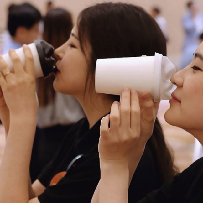 20-invenzioni-del-2015-tazze-del-caffè-con-bacio-2