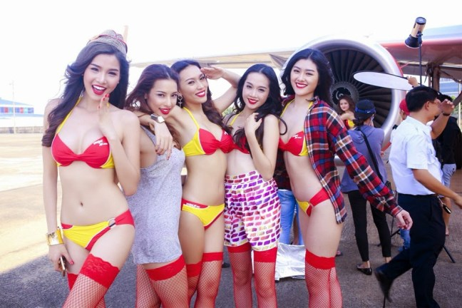 Hostess in bikini per la compagnia aerea VietJet Air