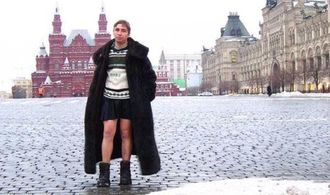 Vladimir Fomin, l'uomo che non indossa pantaloni ma solo gonne o vestiti