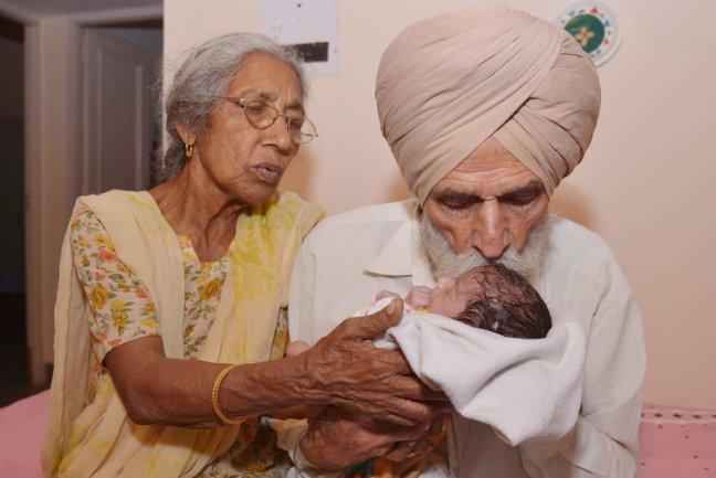 partorisce a 72 anni in india3