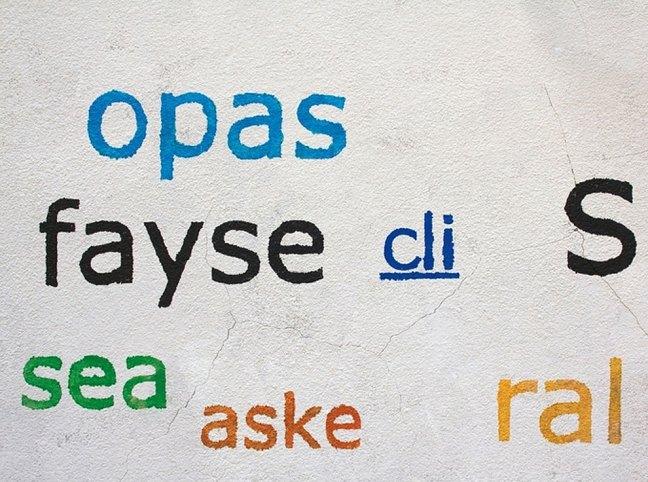 Riscrive sui muri le tag dei writers con testi leggibili12