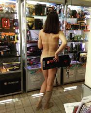 bielorussi lavorano nudi2