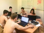 bielorussi lavorano nudi3