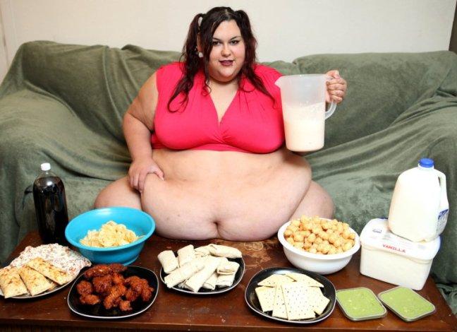 Modella supersize vuole diventare la donna più grassa del mondo