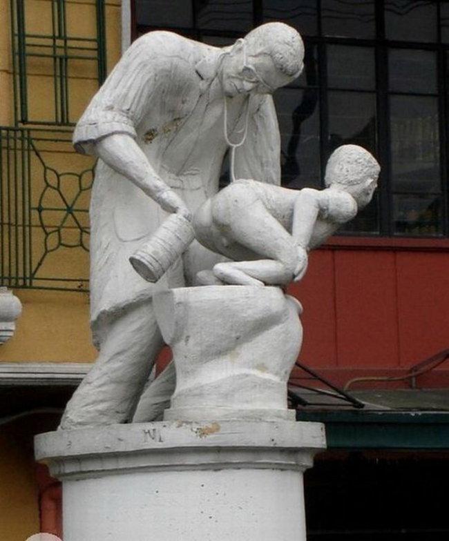 10 delle statue più assurde al mondo