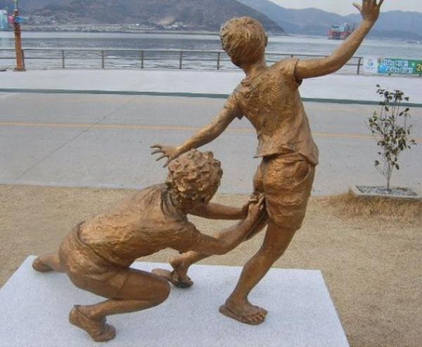10 delle statue più assurde al mondo2