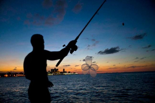 pescare-con-preservativi-gonfiati-cuba