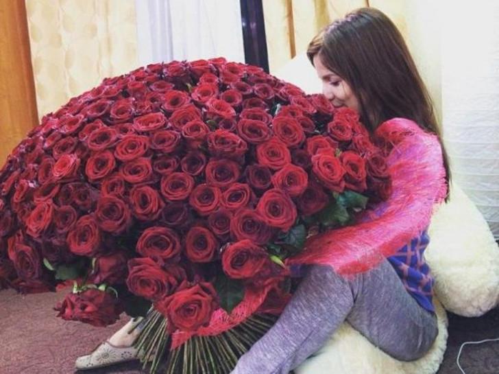 Mosca Le Donne Per L8 Marzo Noleggiano Bouquet Di Rose Per