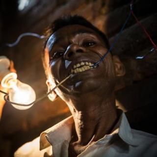Naresh Kumar, l'uomo che si nutre di elettricità