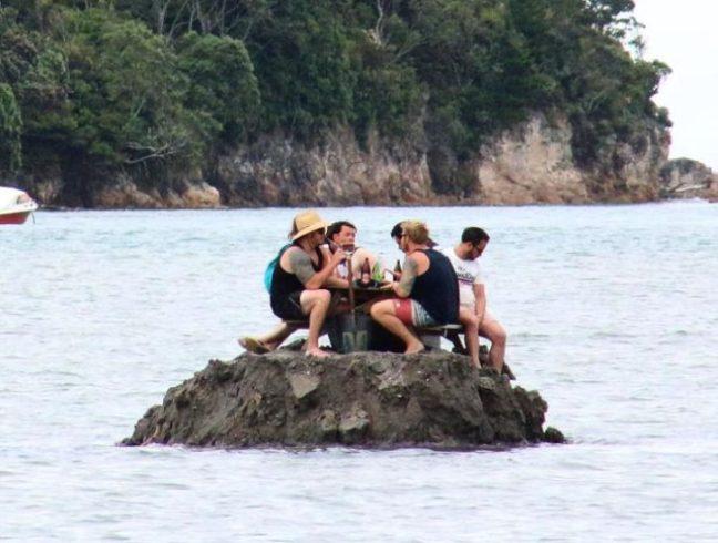 isola-divieto-bere-capodanno