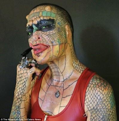 La Dragon Lady Eva Medusa e la sua lingua