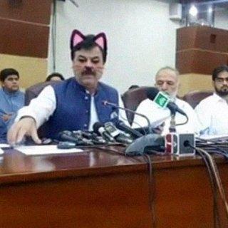 Governo Pakistano attiva per sbaglio il filtro micino durante una diretta Facebook