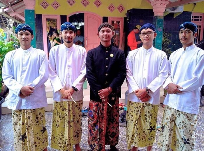 pakaian adat Cirebon