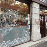 abys-illustration -da- vitrine streetart posca design - bagels
