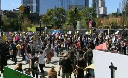 americký protest asijský