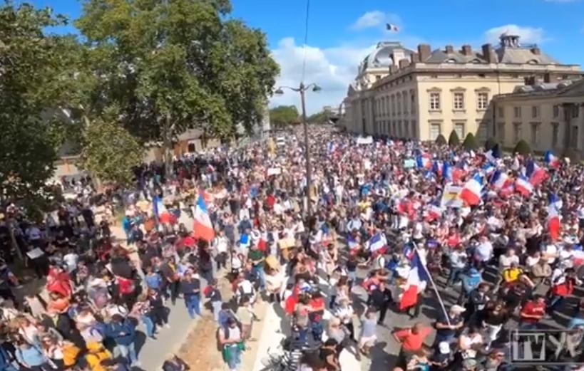 paříž protest očkování