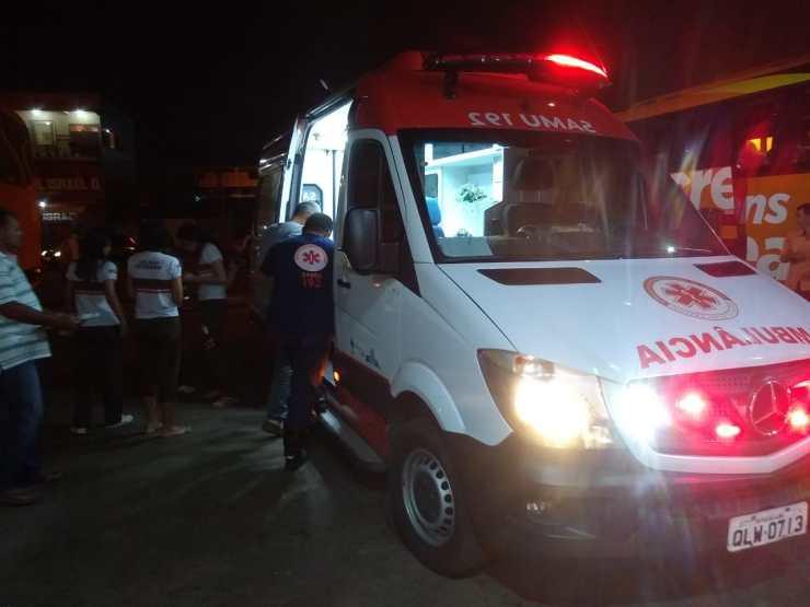 Resultado de imagem para Ônibus tomba na BR com estudantes que viajavam para Cruzeiro do Sul; adolescente morre