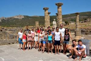Mit den Spanisch-Sprachschülern beim Kulturausflug zur Meerenge von Gibraltar, hier in Baelo Claudia an den Säulen II.