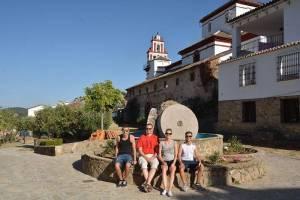 Mit den Spanisch-Sprachschülern beim Kulturausflug in Grazalema, hier beim ehemaligen Kloster.