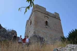 Mit den Spanisch-Sprachschülern beim Kulturausflug der Weißen Bergdörfer, hier die Burg von Zahara I.