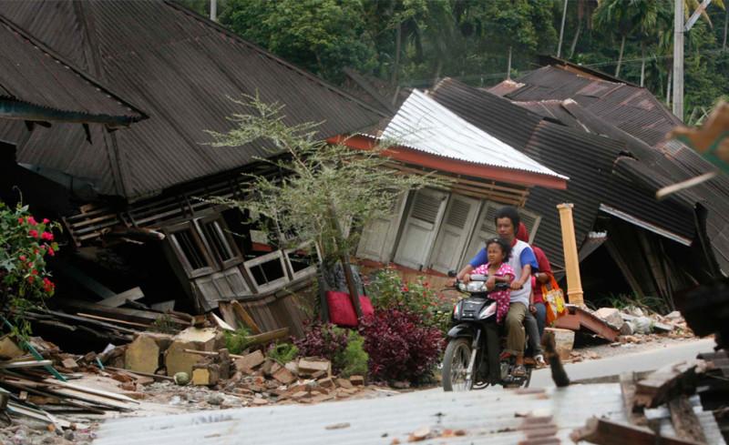 kliping bencana alam gempa terjadi di daerah Pantai Sumatera 50 km Barat Laut Padang