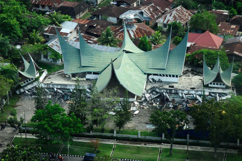 kliping bencana alam 30 September 2009 wilayah ini diguncang gempa dahsyat berkuatan 7,6 SR