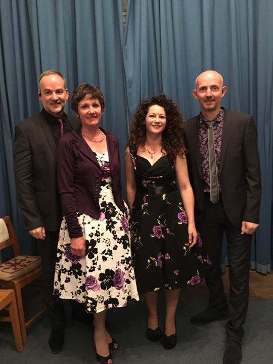 Just before the gig last night. Thank you Avening for a fabulous welcome😊