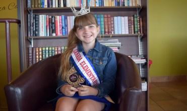 En plus d'être sacrée Miss Elementary Canada 2017, Cléopâtre LeBlanc a aussi reçu le trophée du choix du public, suite à un concours organisé sur Facebook. - Acadie Nouvelle: Vincent Pichard