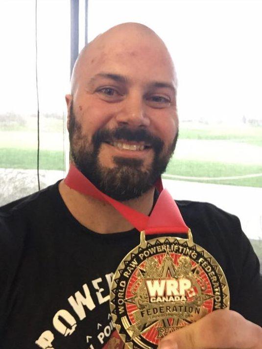 Adam Boucher, de Shippagan, montre fièrement sa médaille d'or obtenue à Québec, en fin de semaine. - Gracieuseté