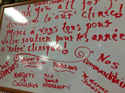 Un tableau installé à l'entrée de la clinique de Dalhousie remercie la communauté pour son appui au fil des ans. - Acadie Nouvelle: Jean-François Boisvert