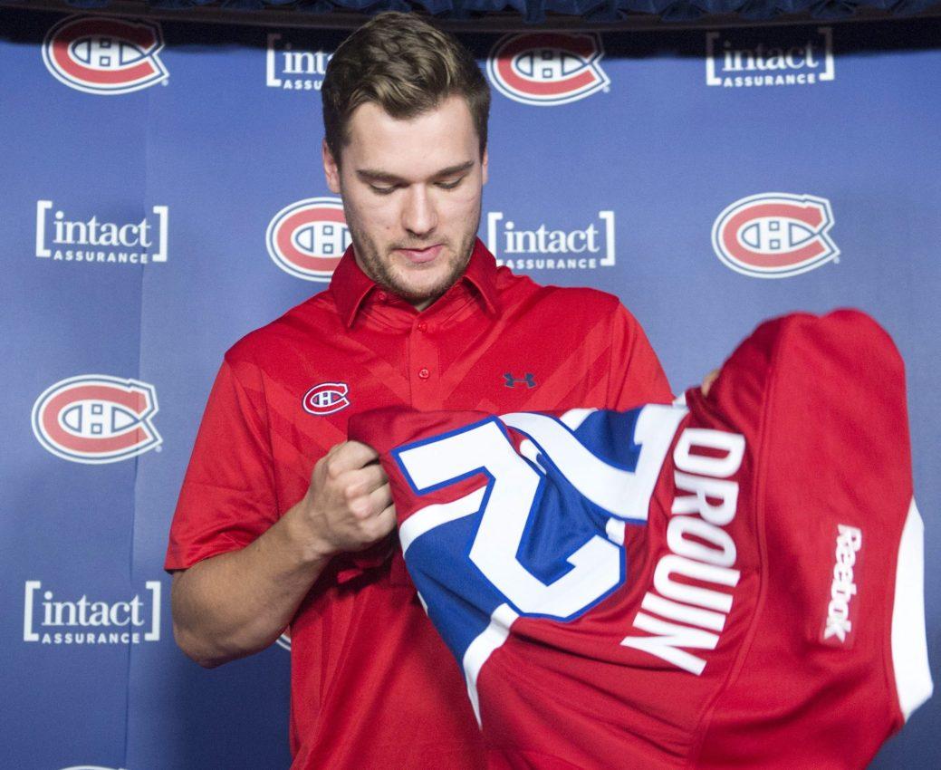 Jonathan Drouin a endossé son nouveau chandail du Canadien de Montréal, avec le numéro 72. - La Presse canadienne: Ryan Remiorz
