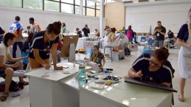 L'atelier des arts visuels en pleine activité aux Jeux de la francophonie canadienne. - Acadie Nouvelle: Sylvie Mousseau