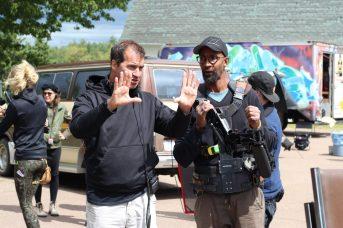 Le réalisateur Jean-Marc Piché donne ses directives au caméraman. - Acadie Nouvelle: Simon Delattre