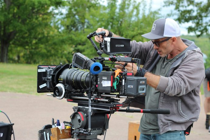 L'équipe de production est composée d'une cinquantaine de professionnels. - Acadie Nouvelle: Simon Delattre