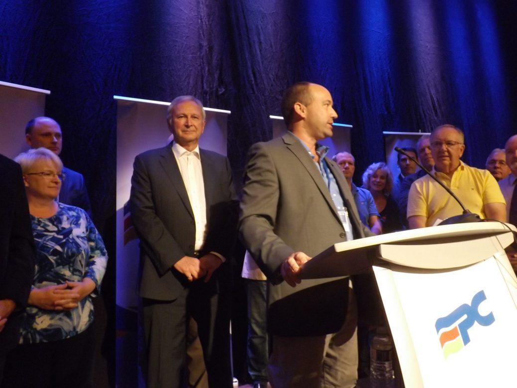 Rick Lafrance, devant le chef Blaine Higgs, a été élu à la présidence du Parti progressiste-conservateur du Nouveau-Brunswick. - Acadie Nouvelle: Sébastien Lachance
